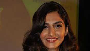 'Khoobsurat' Remake To Have Sonam Kapoor In Rekha's Role.