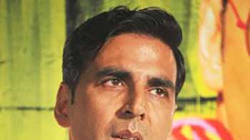 Akshay Kumar Reduced His Fees For 'Special Chabbis'?
