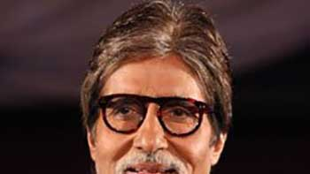 Big B Gets A Special Gift From KBC Contestant