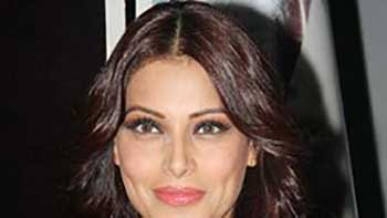 Bipasha to work in the remake of 'Shaukeen'