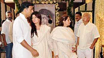 Bollywood Prays For Departed Soul of the 1st Superstar of Hindi Cinema Rajesh Khanna