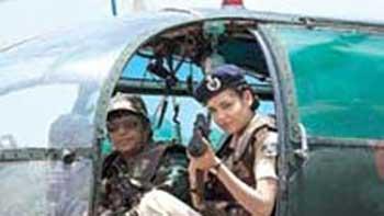 Despite Vertigo Problem, Esha Gupta Performs a Dangerous Stunt for Prakash Jha's 'Chakravyuh'