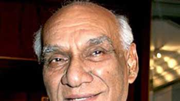 Filmfare Lifetime Achivement Award Posthumously Awarded To Filmmaker Yash Chopra.