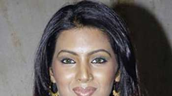 Geeta Basra feels that Item numbers are like Special Appearance.