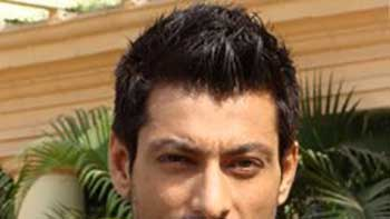 Indraneil Sengupta to play the role of Big B's son