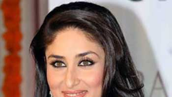 Kareena plans to celebrate her V day with Big B and Ajay