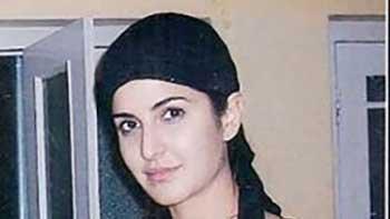 Katrina Kaif Offers Prayer in Ajmer Sharif Prior To The Release of 'Jab Tak Hai Jaan'