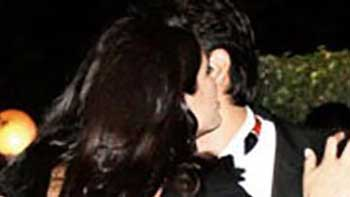 Kiss between Nargis Fakhri and Ness Wadia-How True!