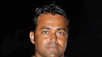 Leander Paes Rushes For Junior Arstiste Help In Trouble.