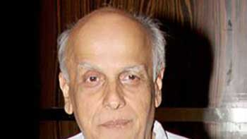 Mahesh Bhatt shows Displeasure on the Action of City Mayor for Removing Posters of 'Jism 2'