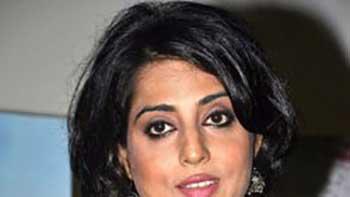 Mahie Gill To Follow Meena Kumari For Sequal Of 'Saheb, Biwi Aur Gangster'.