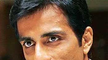 'Maximum' Character of Sonu Sood Is Based On the Real Life Cop Pradeep Sharma of Mumbai