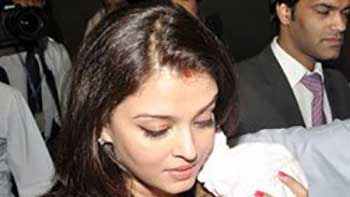Media Persons Succeed In Clicking Aaradhya Bachchan's Photograph!