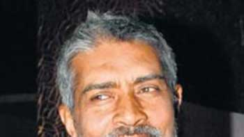 Prakash Jha Shows Desire to Cast the Khans and Khiladi Of Bollywood
