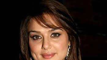 Preity Zinta to Write a Book