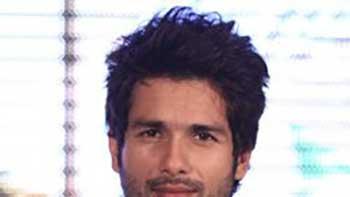 Rajkumar Santoshi wants to work with Shahid again.