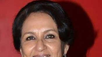 Saif's Mother Sends Wedding Invitation for Saif-Kareena Marriage