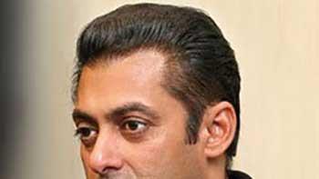Salman Khan Tweets to Release Sarabjit
