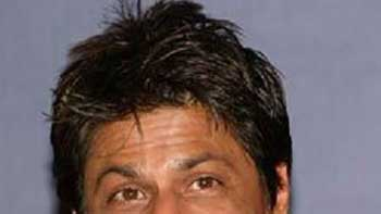 Shah Rukh Khan Drops in 'Jalsa' and Plays with Aaradhya Bachchan