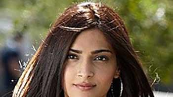 Sonam wants to act in Tezaab