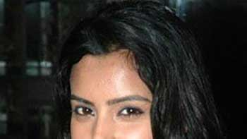 South Actress Priya Anand Roped in for Vashu Bhagnani's 'Rang Rez'