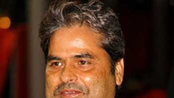 Vishal Bhardwaj Gets Injured In Delhi.