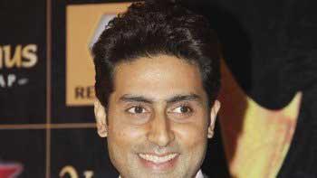 Abhishek Bachchan learns auto rickshaw riding for \'Dhoom 3\'