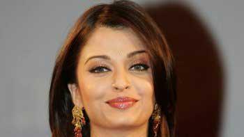 Aishwarya Rai breaks Karva Chauth fast via Skype!