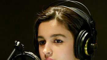 Alia Bhatt dons the hat of singer for \'Highway\'