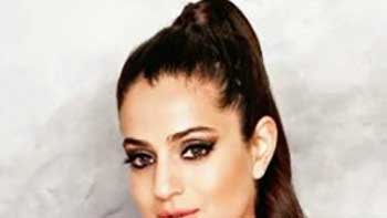 Amisha Patel to play negative role in \'Shortcut Romeo\'