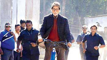 Amitabh Bachchan arrives on sets of 'Bhoothnath Returns' on automated scooter!