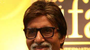 Amitabh Bachchan auctions his \'Harley Davidson\' jacket for Uttarakhand relief