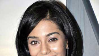 Amrita Rao to essay Journalist in \'Singh Saab The Great\'