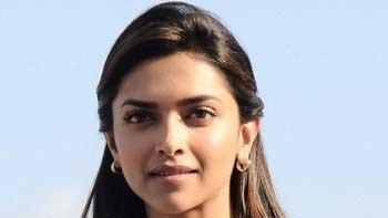 Deepika Padukone to render bar dancer in \'Happy New Year\'