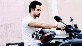 Emraan Hashmi rides his new sports bike!