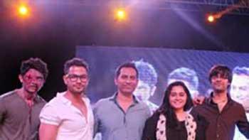 'Go Goa Gone' team promotes the movie on DY Patil Stadium