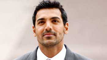 John Abraham rocks the \'Welcome Back\' dance floor