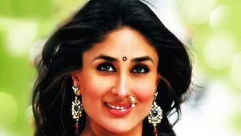 "Kareena Kapoor auctions her signature \""Chammak Challo\"" saree!"