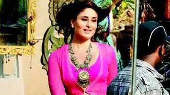 Kareena Kapoor\'s look in \'Gabbar\' unveiled!