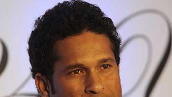 Master-blaster Sachin Tendulkar to launch Celebrity Cricket League 4