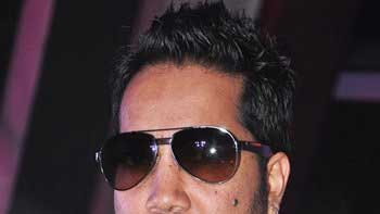 Mika Singh flaunts his 1 crore watch at award function
