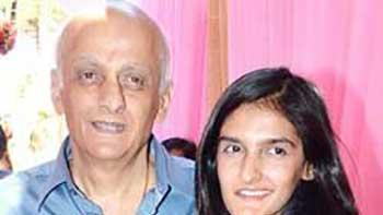 Mukesh Bhatt's daughter Sakshi turns a producer