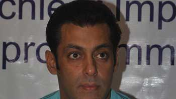 Salman Khan to host party for media interns