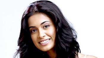 Sarah Jane Dias to don the hat of a singer