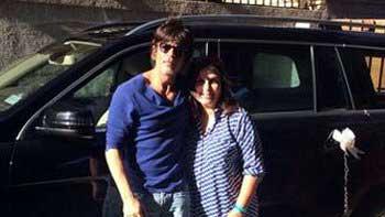 Shah Rukh Khan gifts another car to Farah Khan!