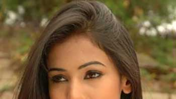 Sonal Chauhan learns French