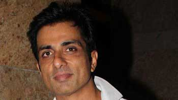 Sonu Sood to feature in \'Happy New Year\'