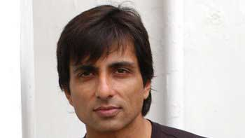 Sonu Sood to star in \'Happy New Year\'