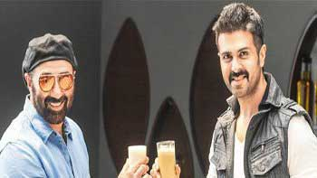 Sunny Deol\'s \'lassi\' muscles and Harman Baweja\'s \'protein\' physique set for a tussle!