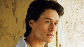 Tiger Shroff to perform live stunts in Mumbai today